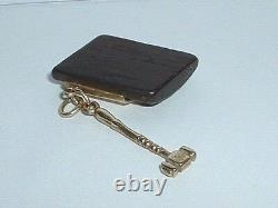 VINTAGE 14K YELLOW GOLD KNOCK ON WOOD GOOD LUCK PENDANT CHARM with hammer